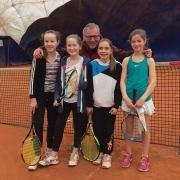 Aufstieg der 2. U14 Mädchen in der Winterrunde am Sonntag, 19. März 2017: Carolina, Ruth, Trainer Markus Holthaus, Clara und Carolin.