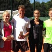 Eingerahmt von TL Nicole und TL Andrea: Zweite Annika und Udo und die Mixed-Clubmeister Jana und Luca. Herzlichen Glückwunsch!