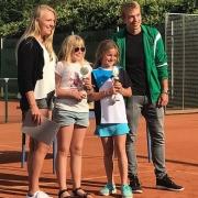 Siegerehrung am Finaltag, 03.09.2017: U10-Stadtmeisterin Lale (re.)