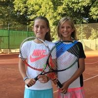 Sophie und Lotta spielten ihr CM-Match auf Platz 7.