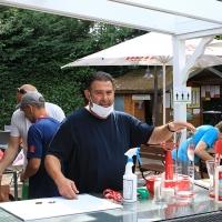Erick war auch Turnierleiter und steuerte die zwei 5-Liter-Fässchen für die Sieger bei.