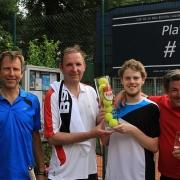 Das gewannen Klaus und Luca (Mitte) gegen Sven und Andreas (außen). Herzlichen Glückwunsch!