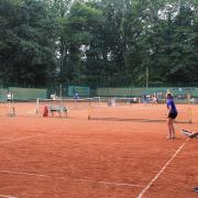 Es wurde auch Tennis gespielt.