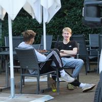 Niklas und Dominic in einer Pause