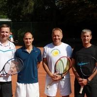 StM 2016 Erw.: Klaus (li. außen) und Frank (re. außen) im Herren 40 Doppel gegen Michael und Ralf.