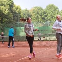StM 2016 Jugend: Nele und Carlotta machen sich warm für das U14-Finale.
